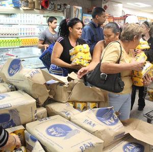 Fila-supermercado-Foto-Andres-Veliz_ELPIMA20130109_0519_8